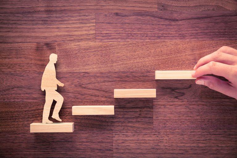 売る仕組みは顧客が上りやすい階段を作ること